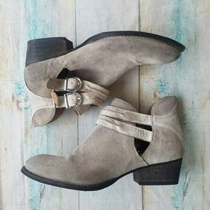 Rebel Gray Leather Buckle Strap Ankle Boots 10